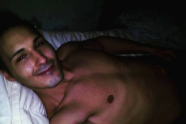 Selfie sorridente dopo la morte della madre: scarcerato, anzi no