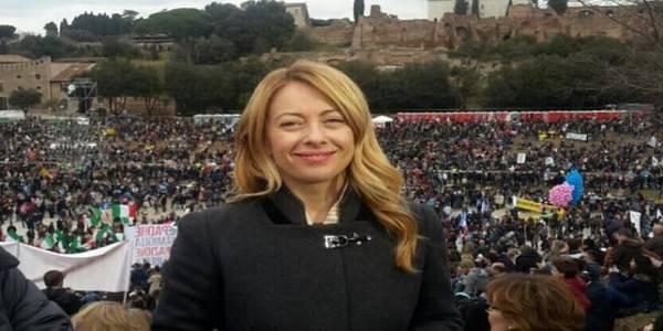 Family day, l'annuncio di Giorgia Meloni e  uno striscione contro Renzi