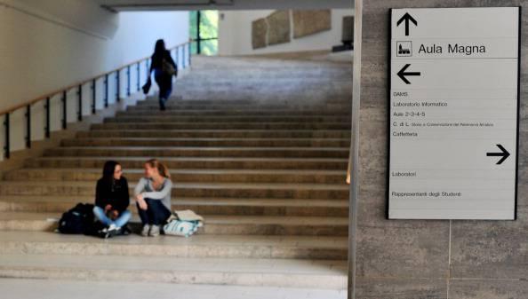 Studentessa contrae la meningite: profilassi per cento persone