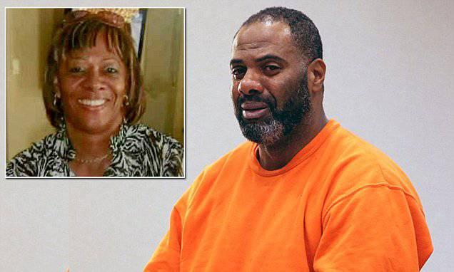 Dopo 30 anni esce dal carcere, sua madre dà una festa e lui la uccide: ecco la motivazione