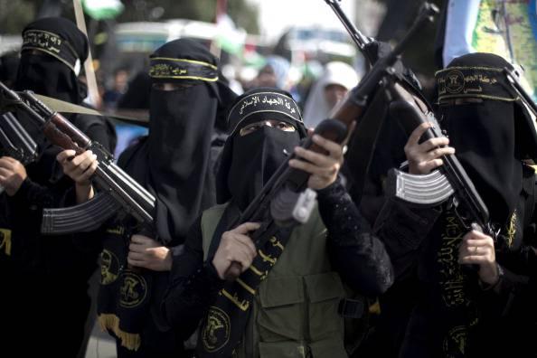 Giovane donna in fuga dall'Isis
