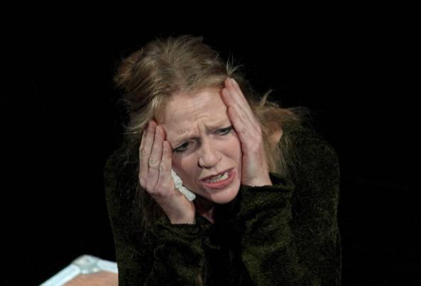 Tragedia in teatro, Monica Samassa si suicida dopo le prove