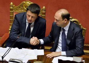 Alfano con Renzi (ANDREAS SOLARO/AFP/Getty Images)