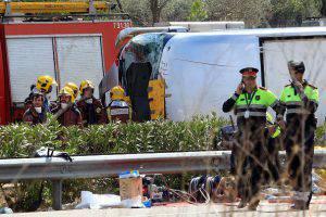I soccorsi sul luogo della tragedia (Photo credit should read PAU BARRENA/AFP/Getty Images)