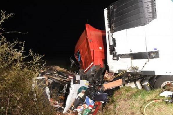 Francia, schianto tra minibus e camion: 12 morti