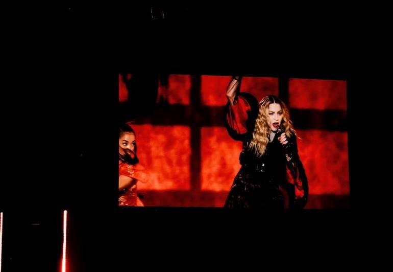 """Madonna scoppia in lacrime sul palco: """"Ho perso mio figlio Rocco""""   -VIDEO"""
