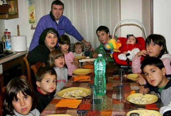 """Mamma di 14 figli lasciata dal marito: """"Farò da sola"""" (VIDEO)"""
