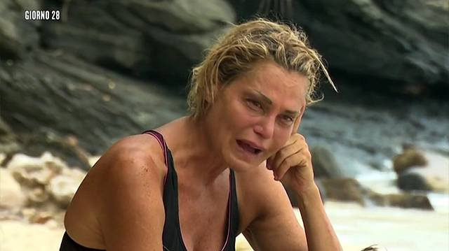 Simona sull'Isola fonte youtube