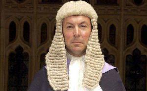 """Jonathan Durham Hall, il giudice che ha """"difeso"""" la ragazzina (Telegraph)"""
