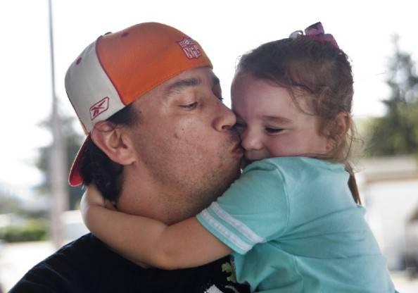 Bryan Thouvenel e la figlia (foto dal web)
