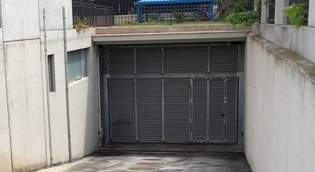 Geometra perde il lavoro, muore d'infarto nel garage dove viveva