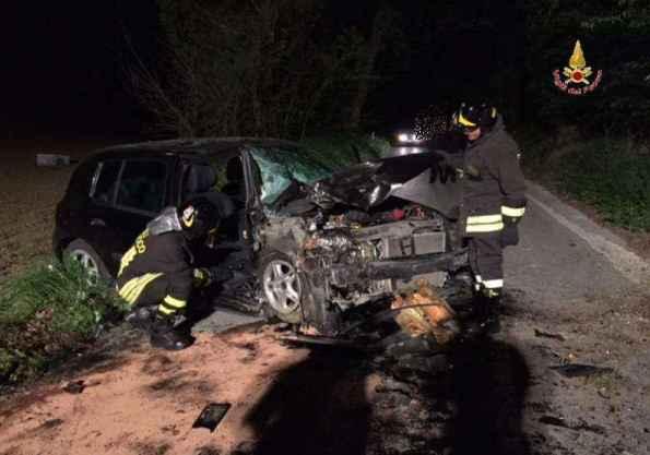 L'incidente di Castelraimondo (foto Vigili del fuoco)