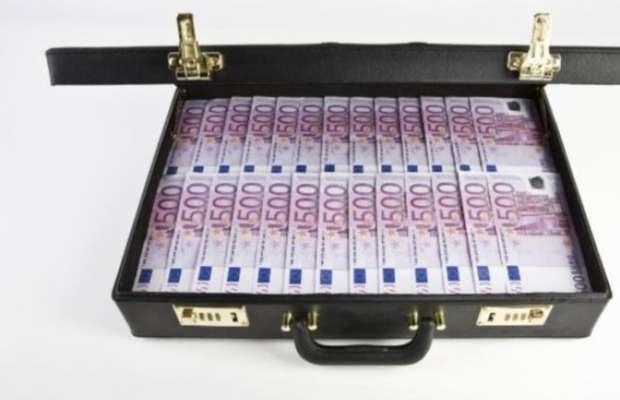 """""""Vendo una valigia che trasforma la carta in soldi"""""""