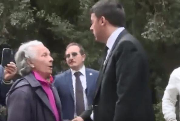 """Renzi e il """"buffetto"""" all'anziana: le proteste del web (VIDEO)"""