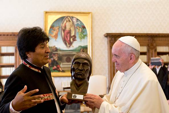 Evo Morales e Papa Francesco (ALESSANDRA TARANTINO/AFP/Getty Images)