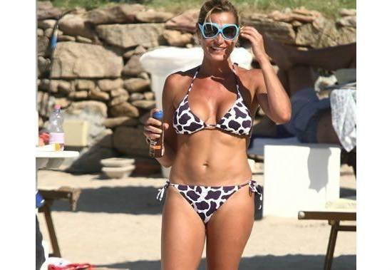 Simona Ventura in bikini fonte websource