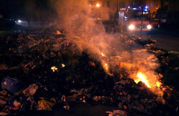 Pompieri alle prese con un incendio (MARIO LAPORTA/AFP/Getty Images)
