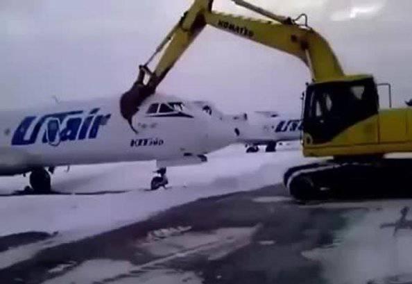 Distrugge un aereo (ritaglio video)