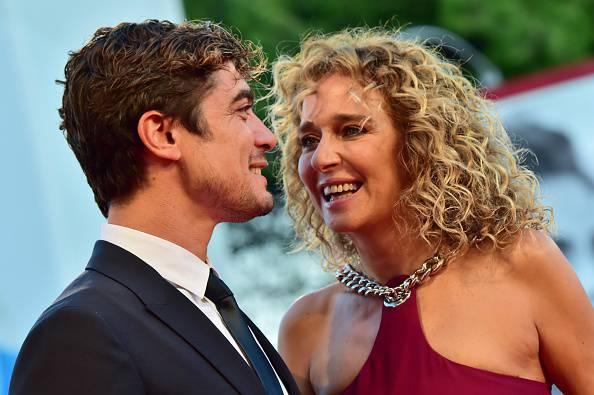 Riccardo Scamarcio e Valeria Golino (Photo credit should read GIUSEPPE CACACE/AFP/Getty Images)