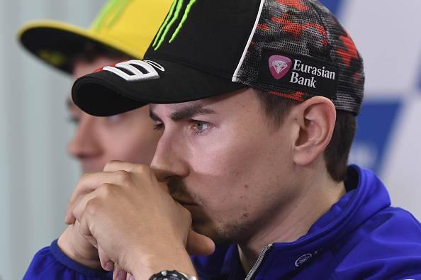 Gp Mugello: Rossi out, vince Lorenzo al fotofinish su Marquez