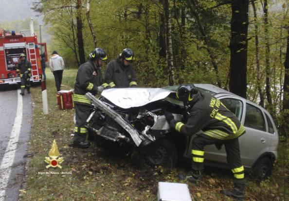 Incidente stradale (repertorio, Vigili del fuoco)