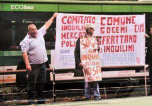 Una protesta di Michele Ferrulli (foto dal web)
