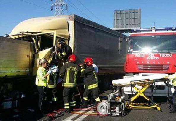 Scontro fra camion, un morto a Treviso