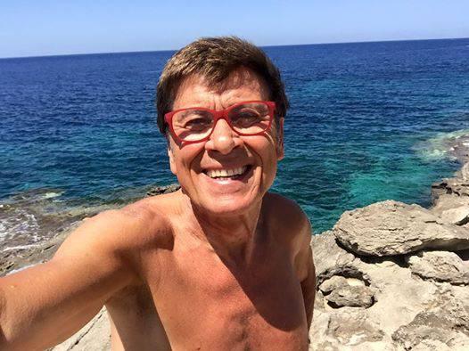 Gianni morandi nudo integrale su facebook foto - Del taglia piscine opinioni ...