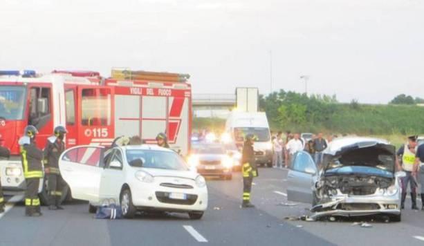 Si ferma per aiutare un automobilista, poi la tragedia