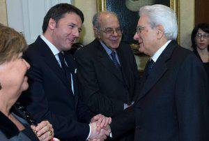 Renzi e Mattarella (Handout/Getty Images)
