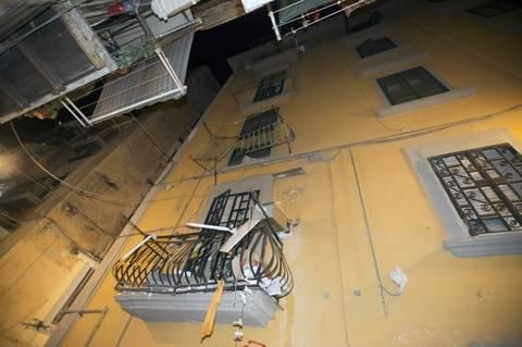 Napoli, crollano due balconi