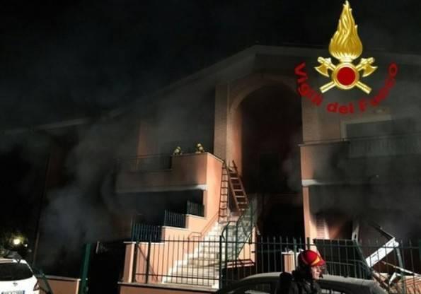 Roma, esplode una villetta: quattro feriti gravi, muore un vicino