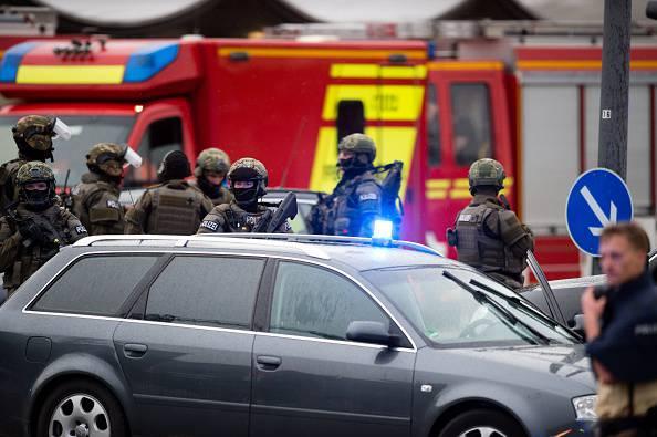 Attentato a Monaco: 15 morti, i killer in fuga