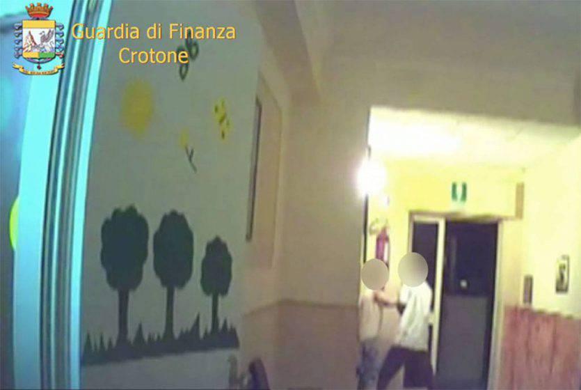 Maltrattamenti ad anziani e disabili, sequestrata casa famiglia a Crotone