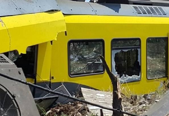 Scontro tra treni (foto Vigili del fuoco)