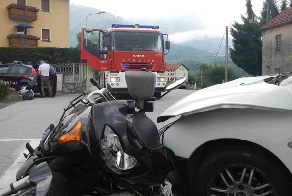 Scontro tra auto e moto (repertorio, Vigili del fuoco)