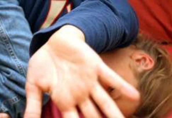 Stupro a Cava dei Tirreni, 17enne violentato da 4 uomini