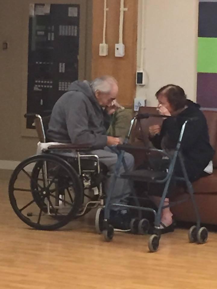 62 anni insieme e ora costretti a separarsi, le lacrime dei due nonni inglesi