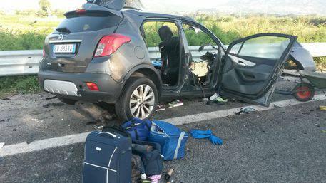 Auto contro tir: una famiglia di quattro persone muore sul colpo
