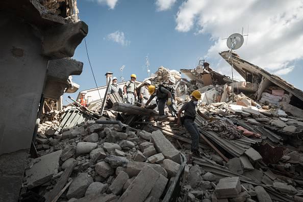 70enne fa la sentinella al suo paese distrutto dal terremoto