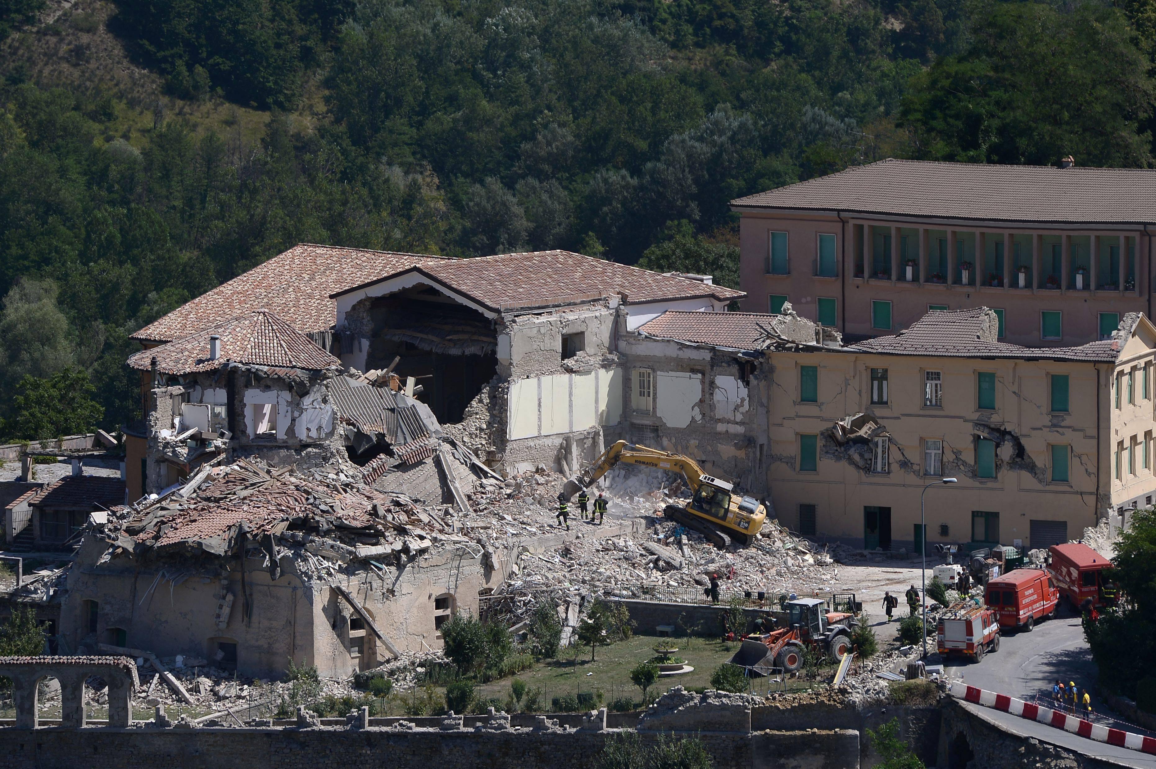Terremoto, ad Amatrice continuano le ricerche