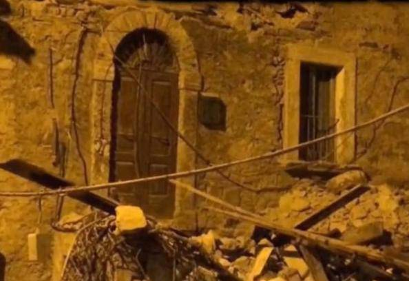 Il racconto delle persone svegliate dal terremoto in piena notte
