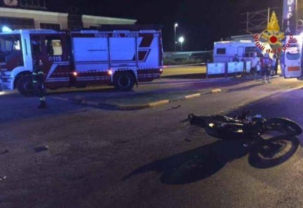 Violentissimo impatto tra auto e moto: Michael era appassionato di motori
