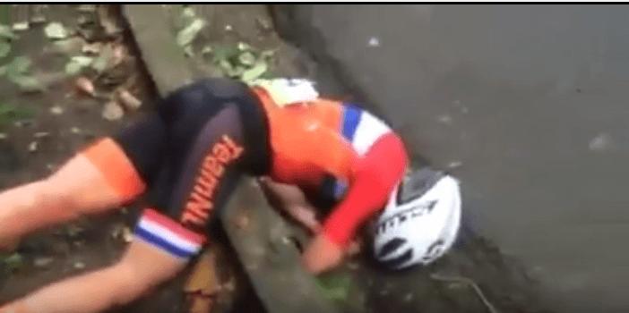 Olimpiadi ciclismo, terribile caduta nella prova femminile VIDEO