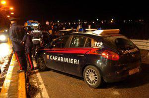 Speronata auto dai carabinieri in seguito ad un alt ad un posto di blocco non rispettato