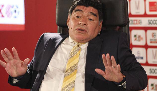 Maradona, passaporto falso in aeroporto:
