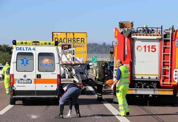 Schianto sulla A4: sei feriti, grave bimbo di due anni