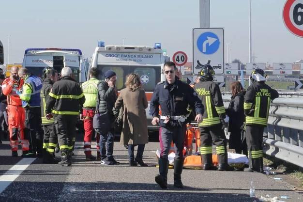 Tragedia in Puglia: pullman carico di studenti contro un'auto