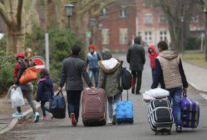 Profughi giunti in Germania (Sean Gallup/Getty Images)