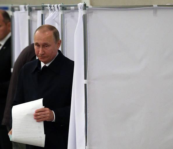 """La Russia sceglie ancora Putin: """"La gente si fida di me"""""""